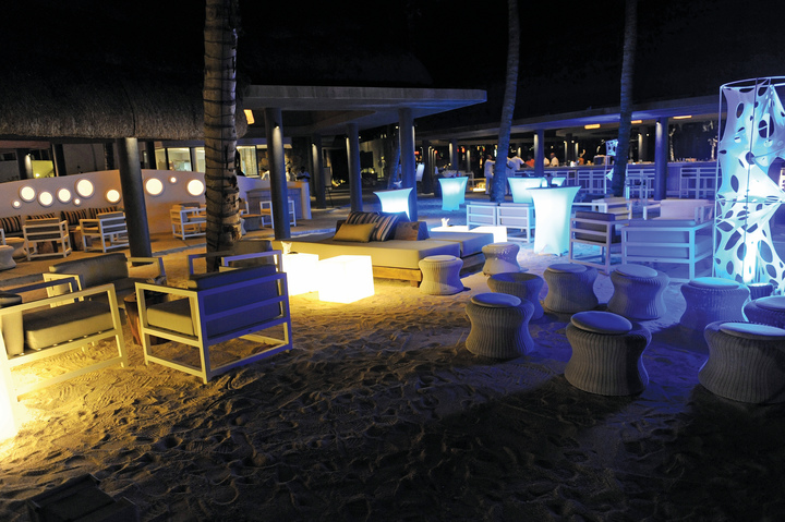 beach party at tides restaurant at long beach hotel mauritius