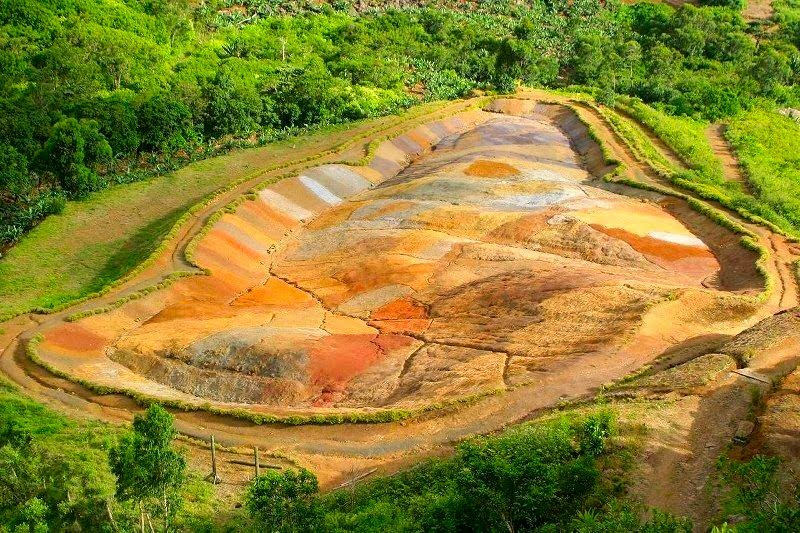 Colored earth
