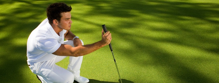 man concentrating on his game at ile aux cerfs golf club