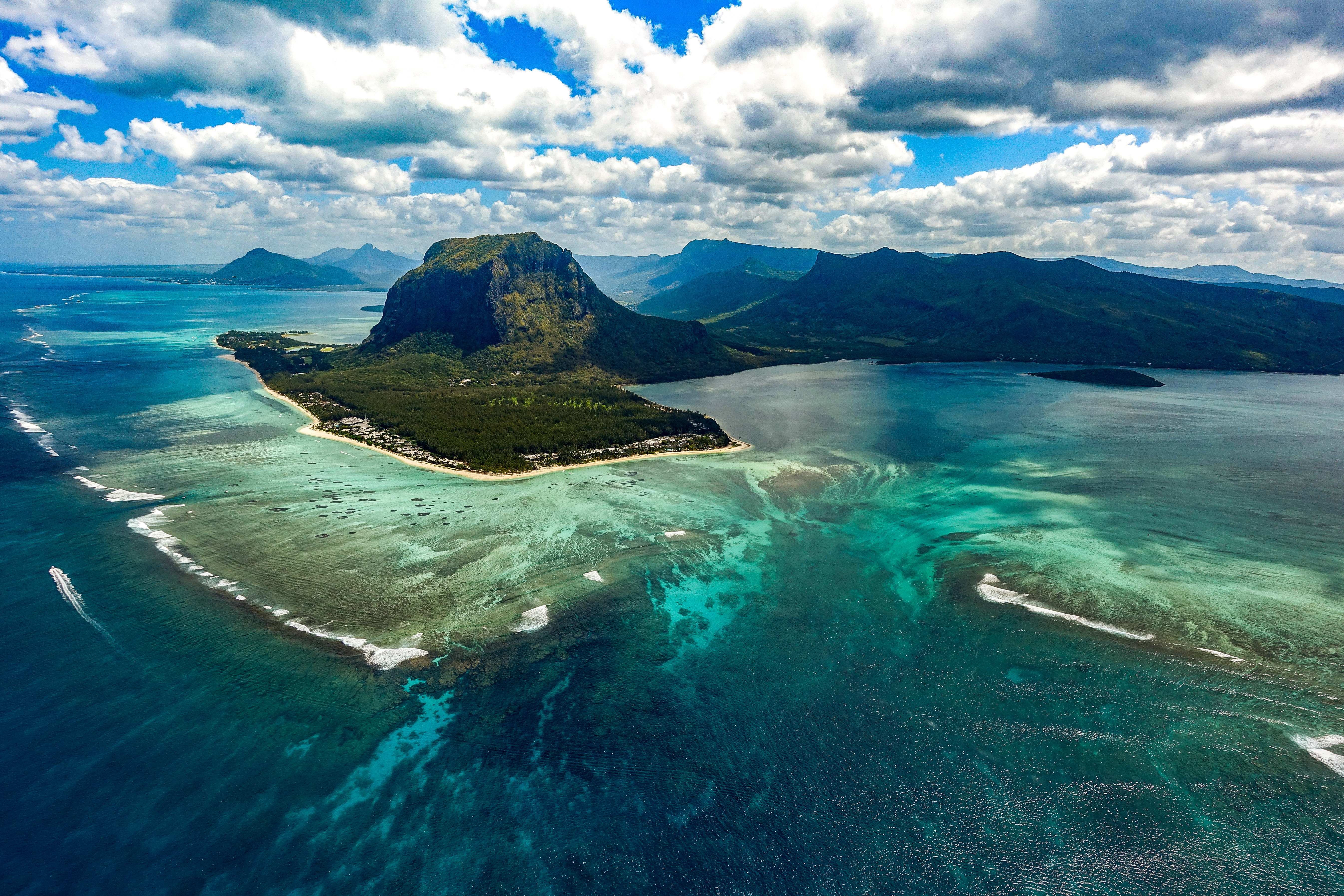 underwater waterfall le morne mauritius